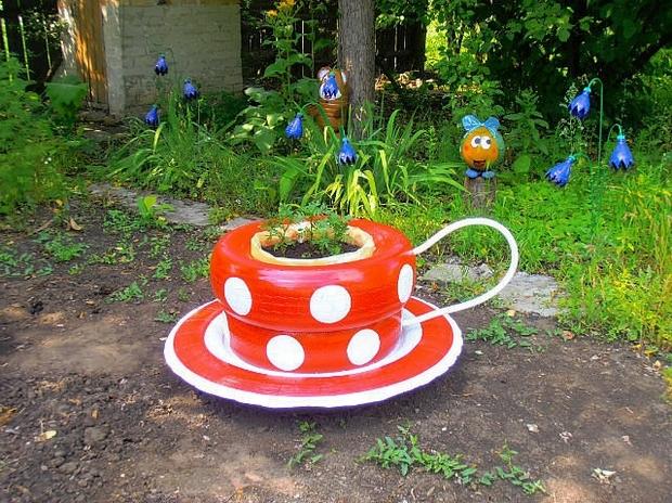aranjament floral decorativ gradina din cauciucuri vechi vopsite 6